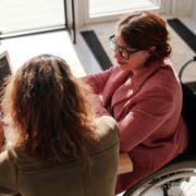 Obligación de incluir personas discapacitadas en la empresa.